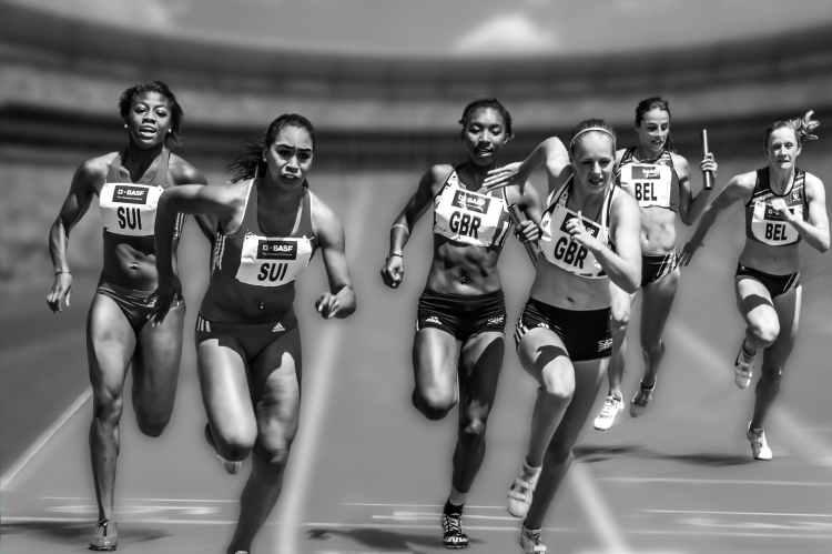 people running during daytime